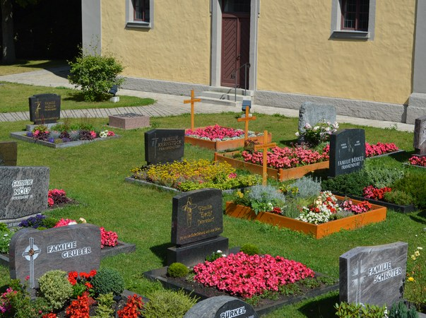 Grabstellen - Dorffriedhof in Forst