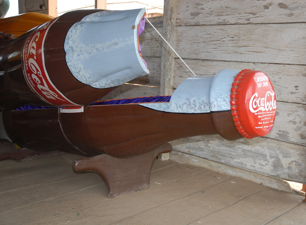 Coca- Cola Coffin - Emilio Labrador, CC BY 2.0